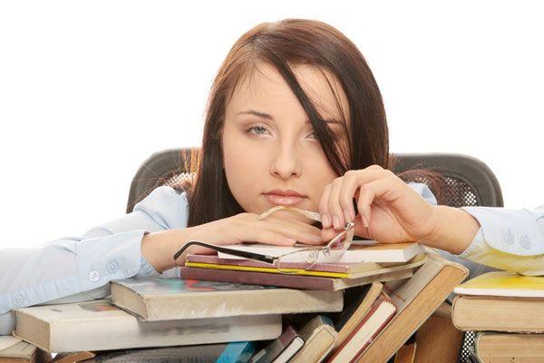 Horas a mais no trabalho não ajuda a esquecer dos problemas