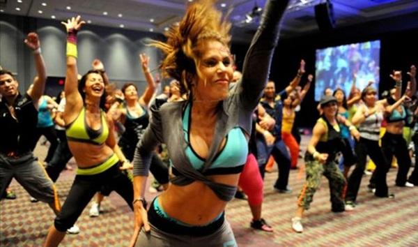 Zumba ajuda a emagrecer com muita dança
