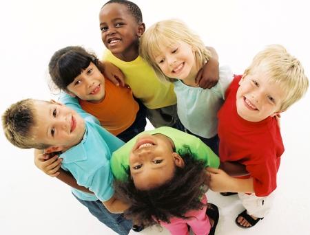 Crianças: é preciso ensinar desde cedo que é errado o preconceito!