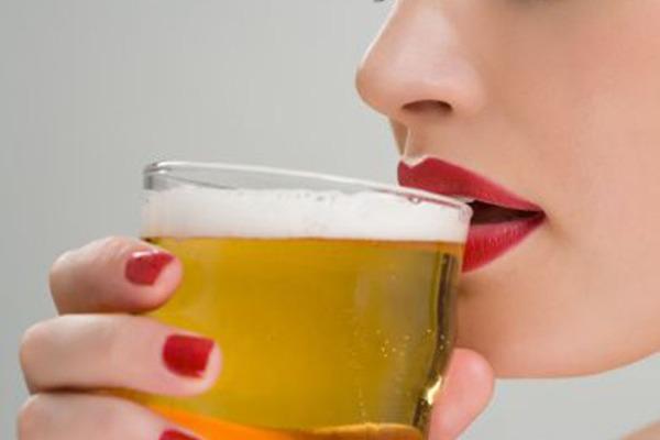 Mulheres e bebida alcoólica