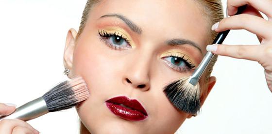 Maquiagem: o que fazer para ela durar mais tempo