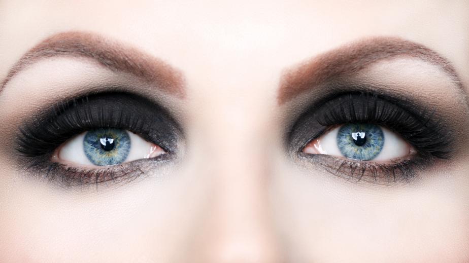 Olho esfumado preto
